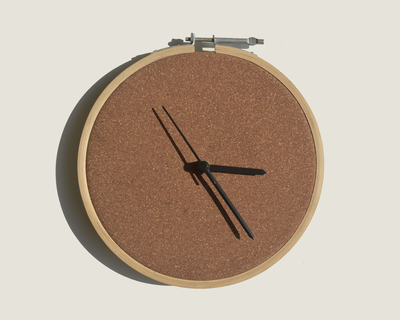 Rubber cork clock thumb