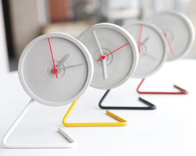 Twistick table clock thumb
