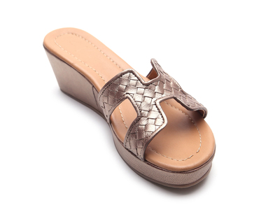 Trim2 woven leather sandals metallic thumb