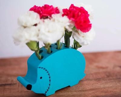 Itsy bitsy vase hedgehog thumb