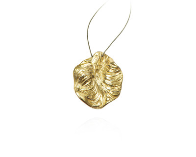 Agung coral round pendent gold thumb