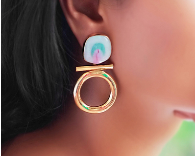 Loop earrings white thumb