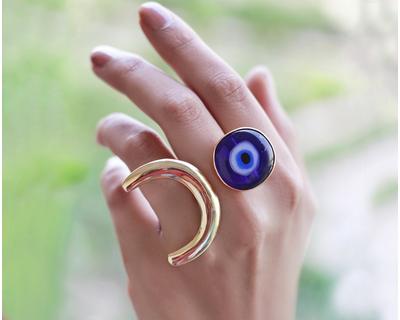 Totem ring thumb