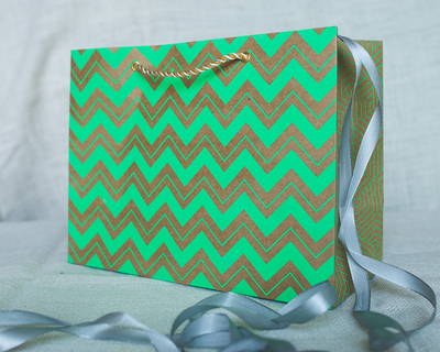 Chevron medium gift bag green thumb