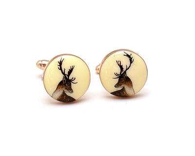 The deer heads thumb