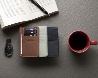 Card wallet light grey thumb