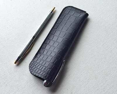 Dual pen case thumb