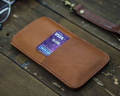 Tan leather sleeve for iphone 6 thumb
