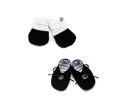 Baby gift set shoes mittens black thumb