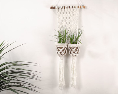 Twin plant hanger thumb